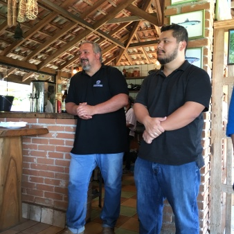 Rodrigo Veraldi, proprietário da Fazenda Frutopia, e Samuel Hoshino, sommelier da Heineken